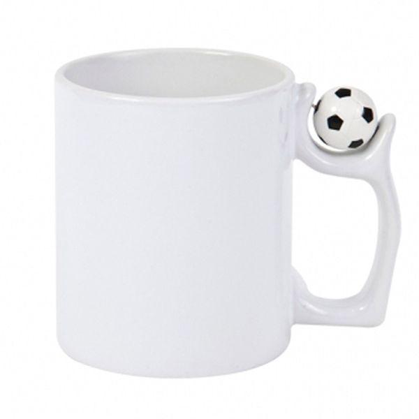 Бяла чаша с футболна топка