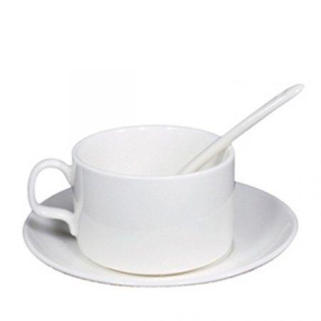 Чаша с чинийка и лъжичка