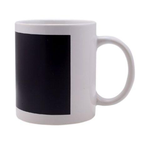 Бяла чаша с магическо поле