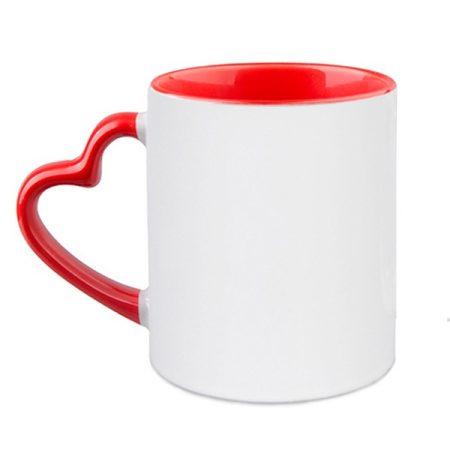 Чаша с червена дръжка сърце и вътрешност